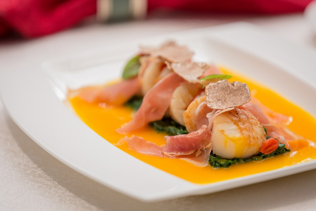 Lotus Palace 御蓮宮 - Pan-fried Japanese scallop in pumpkin sauce with white truffle and lberico ham 白松露煎北海道帶子南瓜汁拌風乾火腿