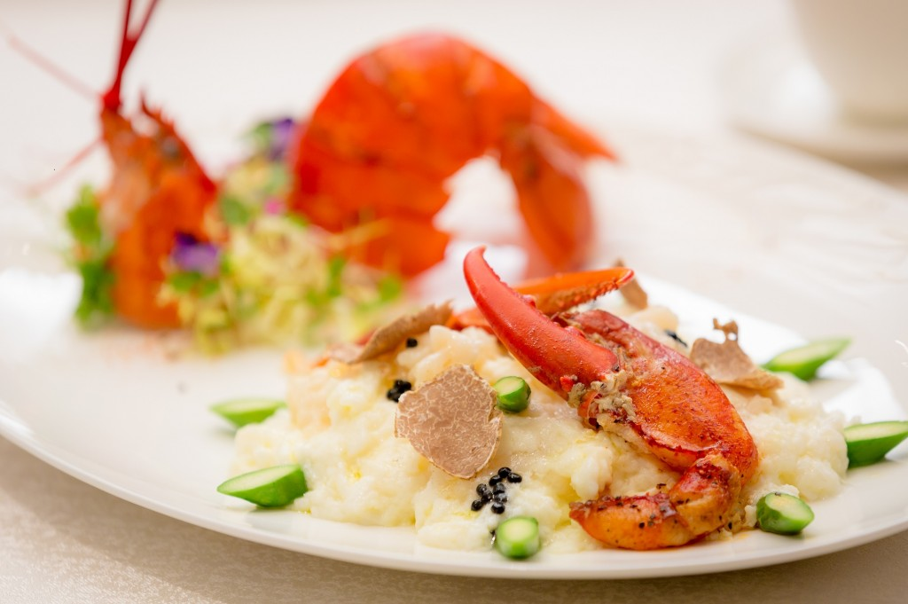 Lotus Palace 御蓮宮 -Stir-fried Canadian lobster and organic egg white topped with white truffle 白松露加拿大龍蝦球炒有機雞蛋白